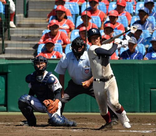 大阪桐蔭対浦和学院 9回表大阪桐蔭無死、左越え本塁打を放つ石川(撮影・横山健太)