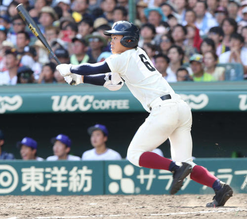 5回裏大阪桐蔭無死一塁、中越えに2点本塁打を放つ根尾(撮影・宇治久裕)