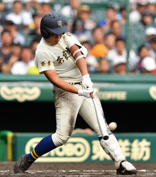 日大三対奈良大付 6回裏奈良大付1死一、三塁、左越え3点本塁打を放つ上野(撮影・横山健太)