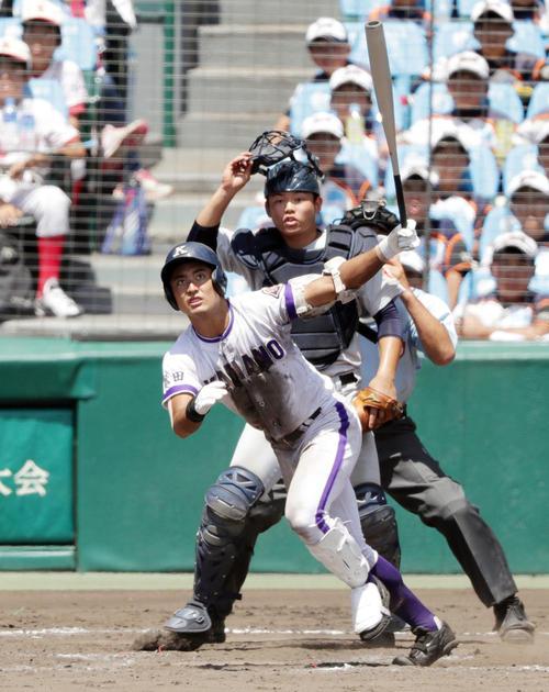 横浜対金足農 8回裏金足農1死一、二塁、中越えに逆転3点本塁打を放つ高橋(撮影・前田充)