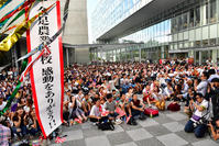 秋田市の「エリアなかいち」で開催されたPVでは試合終了の瞬間にくす玉が割られ、大勢の県民が温かい拍手を送った(撮影・下田雄一)