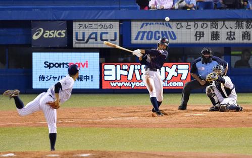高校日本代表対大学日本代表 5回表高校日本代表無死、中越え三塁打を放つ根尾(撮影・横山健太)