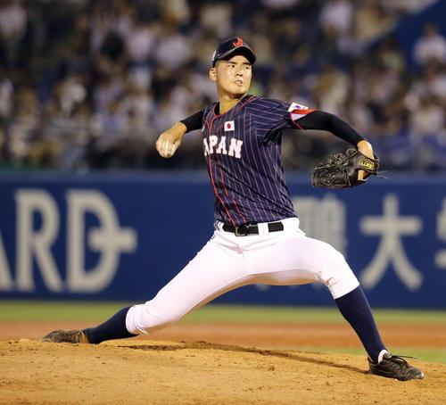 高校日本代表対大学日本代表 4回から高校日本代表2番手で登板する渡辺(撮影・垰建太)