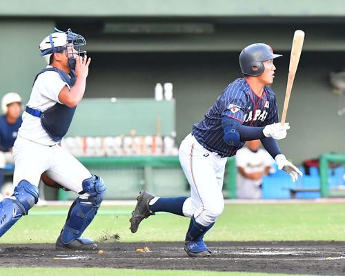 日本代表対宮崎県選抜 1回表日本代表2死二塁、左中間へ適時三塁打を放つ野尻幸輝(撮影・上田博志)