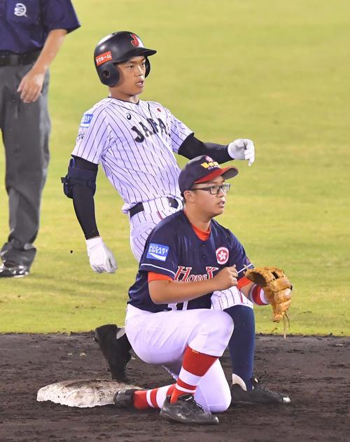 香港対日本代表 3回裏日本代表2死二塁、左前に適時打二塁打を放ちサイクル安打を達成する根尾昂(撮影・上田博志)