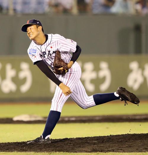 香港対日本 4回から日本2番手で登板した奥川(撮影・垰建太)