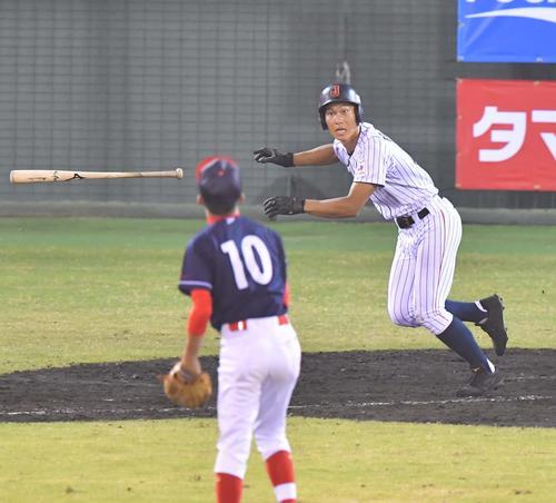 香港対日本代表 4回裏日本代表2死、中越えへ三塁打を放つ藤原恭大(撮影・上田博志)