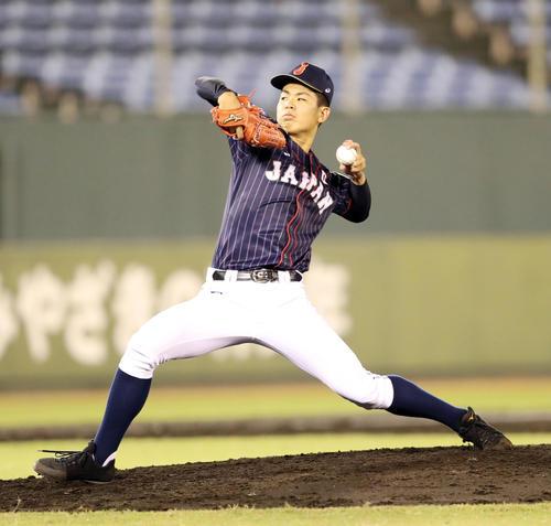 日本対スリランカ 4回から日本2番手で登板する山田(撮影・垰建太)