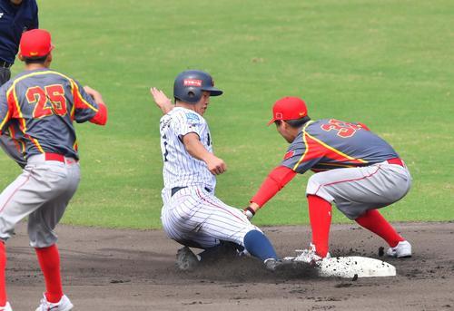 日本対中国 1回裏日本代表無死一塁、二盗に成功する小園(撮影・上田博志)