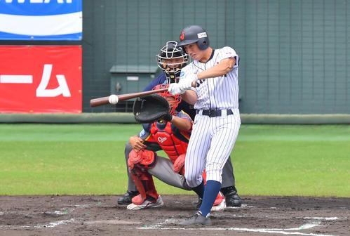 日本対中国 2回裏日本代表2死一、三塁、中前に勝ち越し適時打を放つ日置(撮影・上田博志)