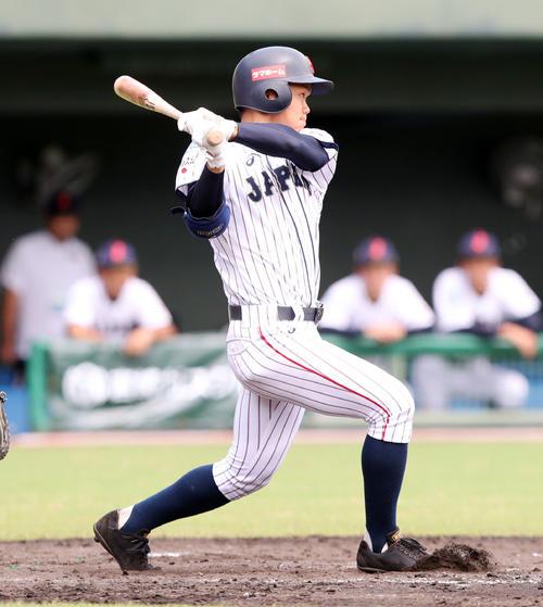 中国対日本 4回裏日本1死二、三塁、中前適時打を放つ根尾(撮影・垰建太)