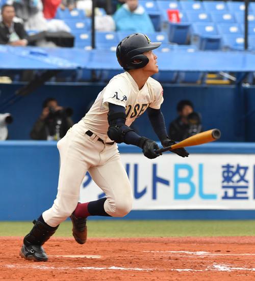 八戸学院光星対東邦 9回表八戸学院光星1死、武岡はバックスクリーンに本塁打を放つ(撮影・柴田隆二)
