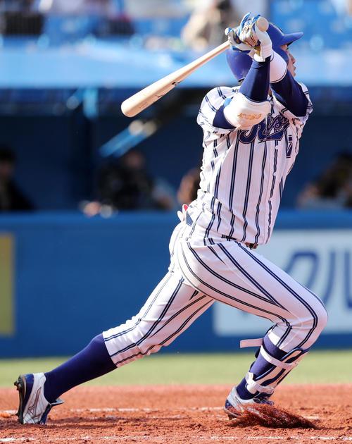 九州共立大対立正大 1回裏立正大2死、小郷は打球を打ち上げるも遊撃手と左翼手の間に落ち二塁打とする(撮影・垰建太)