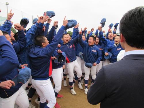 センバツ出場の吉報を受け大喜びの福知山成美の選手たち