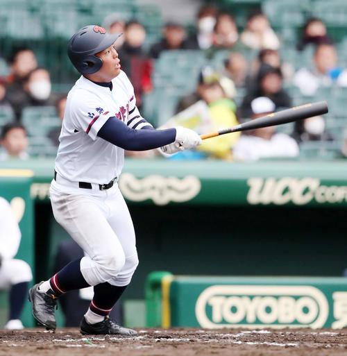 札幌第一対山梨学院 8回裏山梨学院無死、野村は中越えソロ本塁打を放つ(撮影・加藤哉)