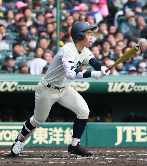 松山聖陵対大分 1回裏大分1死一、二塁、中尾拓士は右に先制の2点適時二塁打を放つ(撮影・上山淳一)