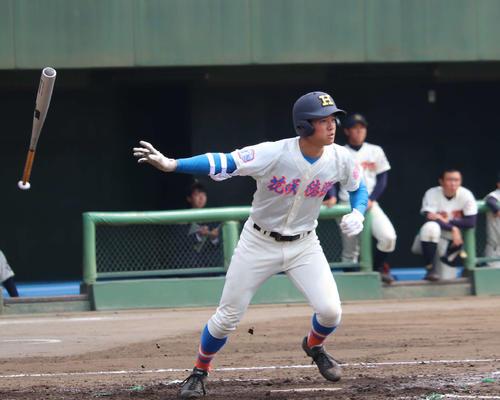 本塁打含む5打点の花咲徳栄・韮沢(撮影・金子真仁)
