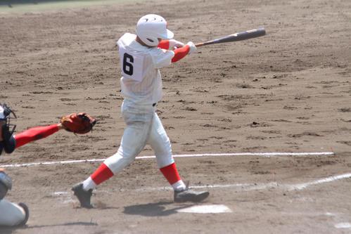左越え本塁打を放つ智弁和歌山・西川(撮影・柏原誠)