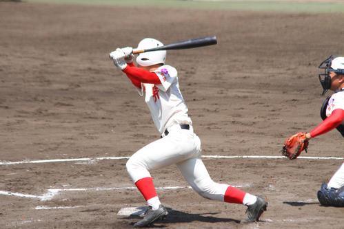 先制の右中間二塁打を放つ智弁和歌山・西川(撮影・柏原誠)
