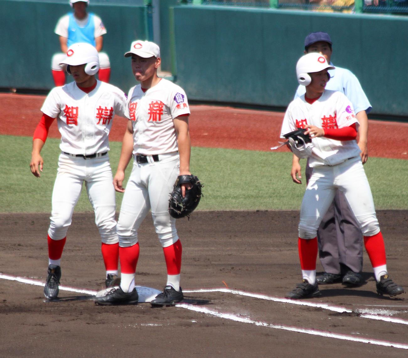 智弁兄弟対決が実現、そっくりユニの細部に宿る違い - 高校野球 : 日刊 ...