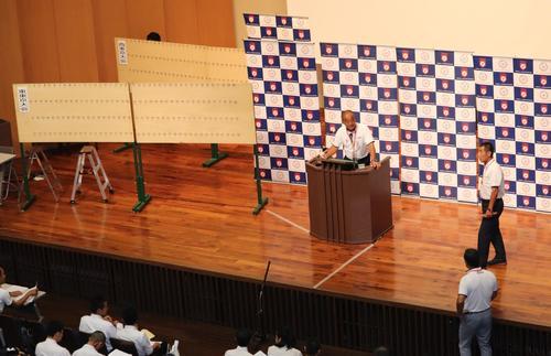 東西東京大会の抽選会場