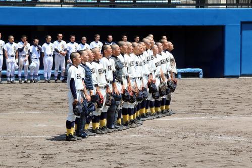 札幌工対札幌北 3年ぶり夏初戦を突破し校歌を歌う札幌工の選手たち(撮影・永野高輔)