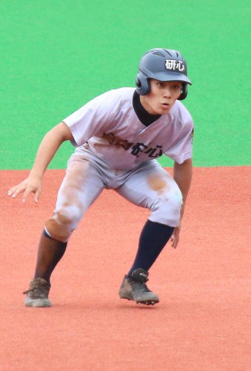 試合前練習で指導陣からサプライズで用意された「MK」から「研心」へと新しくなったヘルメット(撮影・加藤理沙)