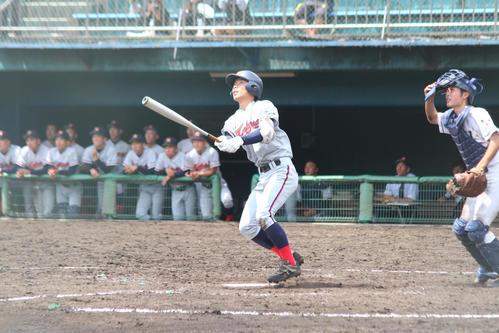 須知対京都国際 5回裏1死一塁、左越えに2ランを放つ京都国際・上野(撮影・柏原誠)