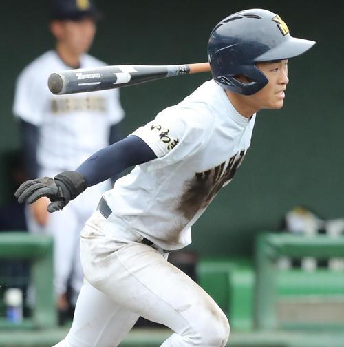 福島明成対湯本 7回裏湯本無死二、三塁、中前2点適時打を放つ江尻