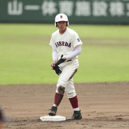 小平西対早実 6回裏早実1死一塁、左中間へ二塁打を放つ早実・清宮福太郎(撮影・佐田亮輔)