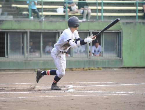 長岡商対日本文理 日本文理の1番桑原は5打数3安打3打点の活躍