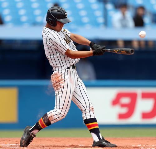 江戸川対帝京 7回裏帝京無死二塁、左越え2点本塁打を放つ帝京・加田(撮影・伊作将希)