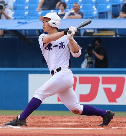 関東第一対立正大立正 2回表無死から左翼に先制本塁打を放つ関東第一・平泉(撮影・加藤理沙)