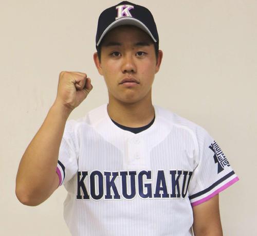 刷新したユニホームを着てガッツポーズの国学院栃木・安武