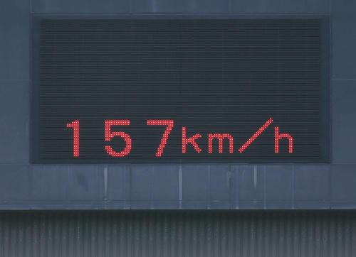 一関工対大船渡 大船渡・佐々木朗希の投球後、157キロの表示が出されて(撮影・山崎安昭)