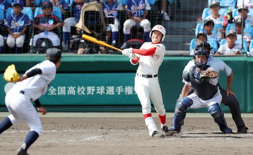 7回表智弁和歌山2死一塁、右越え2点本塁打を放つ根来塁(撮影・前田充)