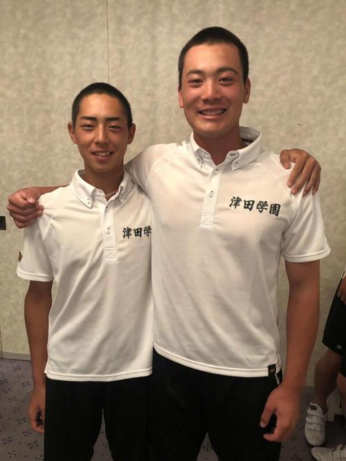 津田学園の「背番号10」降井くん(左)と「背番号1」の前くん(ヒロド歩美のインスタグラムより)