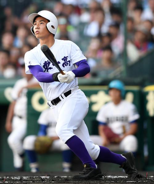 関東第一対履正社 1回表関東第一1死一、二塁、左越え3点本塁打を放つ平泉(撮影・横山健太)
