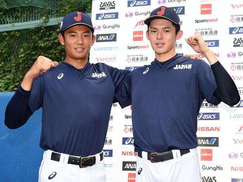 笑顔でガッツポーズをする奥川(左)と佐々木(撮影・横山健太)