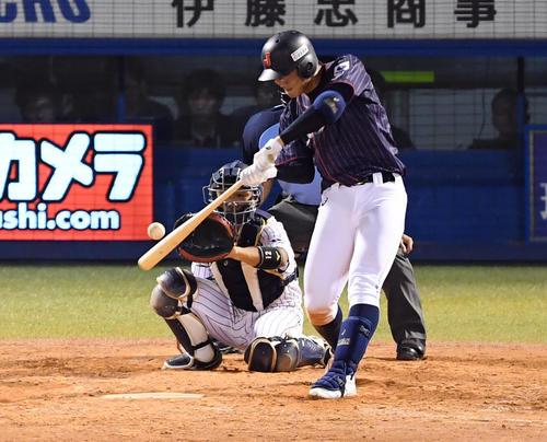 高校代表対大学代表 5回表高校代表2死一、二塁、左中間に適時2点二塁打を放つ石川(撮影・たえ見朱実)