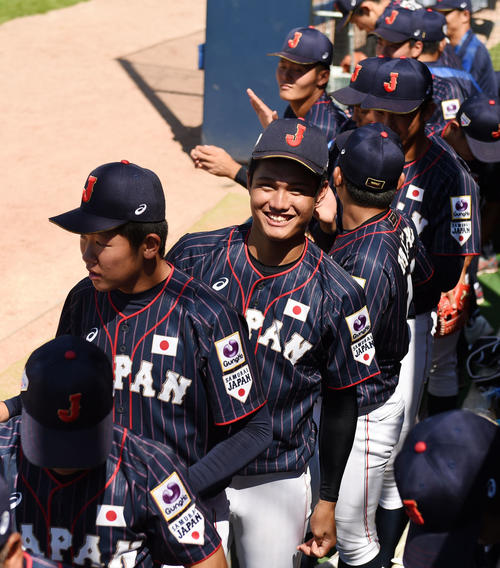 日本対南アフリカ 南アフリカにコールド勝利し笑顔を見せる西(撮影・横山健太)