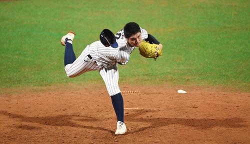 日本対パナマ 5回表、帽子を飛ばしながら力投する西(撮影・横山健太)