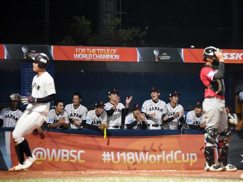 日本対パナマ 2回裏日本1死一、三塁、横山陽樹の中犠飛で同点に追いつく日本(撮影・横山健太)