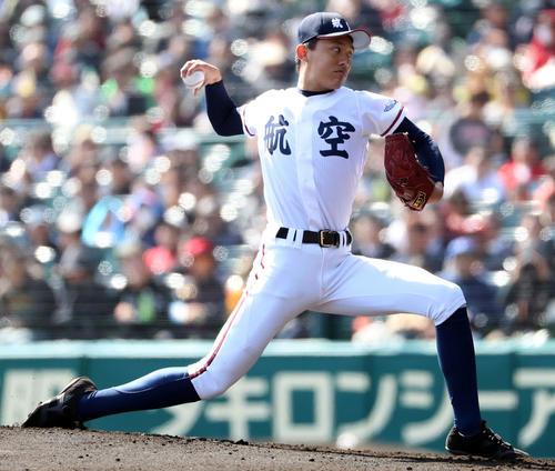 第90回選抜高校野球で投球する日本航空石川・重吉翼(撮影・田崎高広)