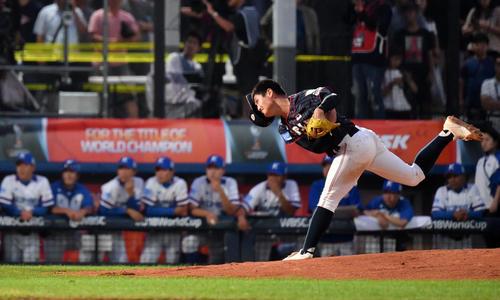 日本対韓国 2回表から2番手で登板する西(撮影・横山健太)