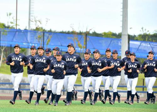 日本対韓国 ランニングをする日本代表の選手たち(撮影・横山健太)