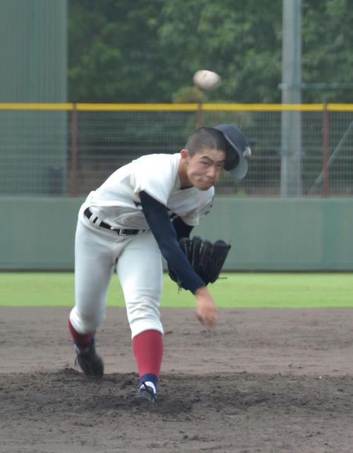 4回から登板し、2四死球も2回を無安打無失点で3三振を奪った大阪桐蔭・関戸(撮影・望月千草)