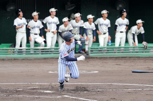 東海大相模対習志野 1回表東海大相模2死二塁、西川は左越え本塁打を放つ(撮影・鈴木正人)