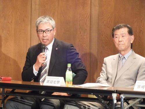 有識者会議に出席した早大小宮山悟監督(左)と渡辺元智横浜元監督