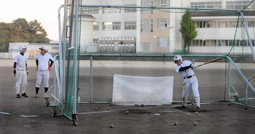 21世紀枠の県推薦校に選出されたが、普段通りの練習を行う浜松西野球部